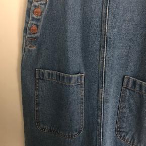 Rigtig fin og lang cowboy nederdel med seler🌸 Aldrig brugt, kun prøvet på. Str. xs
