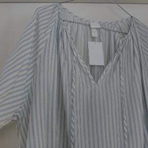 Helt ny kjole, købt i sommers - aldrig brugt, kun prøvet.