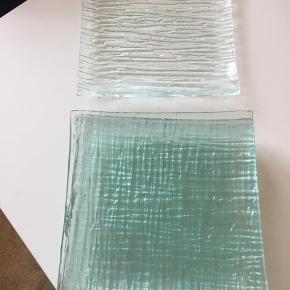Glas tallerkener  Måler 20 x 20 cm 8 stk. 100,-