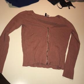 H&M Bluse, Næsten som ny. Hørning - H&M Bluse, Hørning. Næsten som ny, Brugt og vasket et par gange men uden mærker eller skader