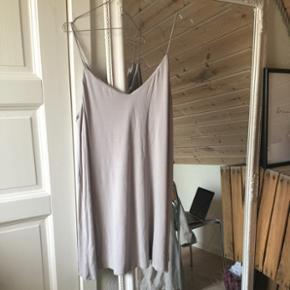 Sælger denne super fine kjole som også fungerer med en trøje underStr m Køber betaler fragt 😜🌻