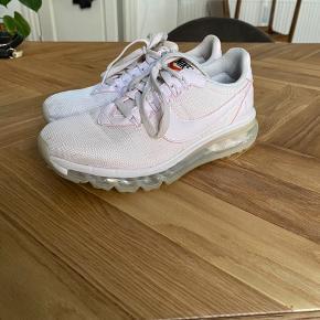 Fine Nike air sko str 38,5 i sart lyserød.
