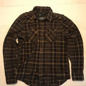 Sælger denne G-Star Raw skjorte, som er vedligeholdt. Np: 700kr  Mp: 100kr Bin: 200kr Str: L (fitter en på 180 cm) Cond: 8/10