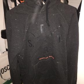 Fed Superdry hoodie på surplus holds kollektionen. Str S i herre. Fed detalje ved hætten Aldrig brugt
