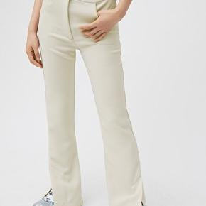Helt nye med tags - Weekday Hallie trousers. Str 34.