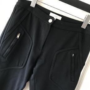 IRO bukser i lækkert stretch materiale med smarte detaljer. Brugt få gange. Nypris 1800.- Kan hentes i Rungsted. sender gerne.