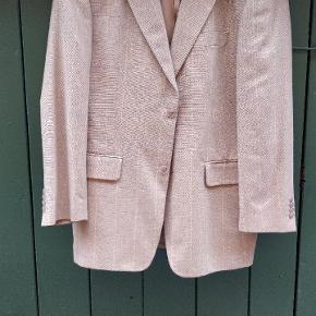 Oversize jakke i uld. Roy Robson