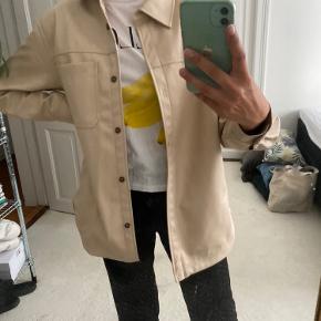 Læder skjorte fra HM Aldrig brugt Str. S Ny pris 359kr Pris 249kr