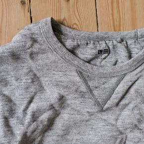 Uniqlo sweatshirt, excellent condition. Original price 200 DKK