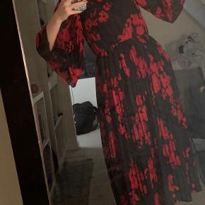Mega smuk rød og sort kjole fra hm❤️