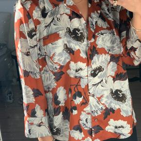 Satin blomster skjorte