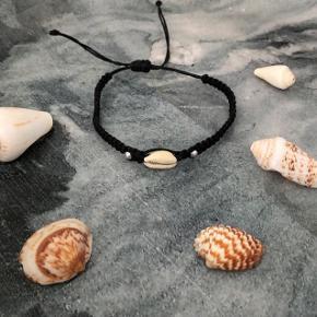 Sort muslinge armbånd med 2 perler ❌ JULETILBUD, 20% PÅ ALLE SMYKKER + GRATIS FRAGT VED KØB FOR OVER 150kr ❌