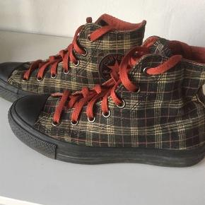 Varetype: Sneakers Størrelse: 37.5 Farve: Sort,Sand Oprindelig købspris: 600 kr.  Indvendig mål: 24 cm  størrelse: mens 5 wo's 7 UK 5 EUR 37,5 CM 24,0  Brugt få gange