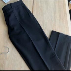 Lækre habitbukser fra SAND. Str. M.  Brugt meget lidt. Har været til rens efter sidste brug.  Køber betaler fragt.