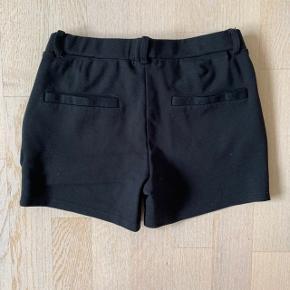 Name It shorts sort str. 146 (11 år). Kun brugt et par gange, så de er som næsten nye. Kan sendes for 39 kr.