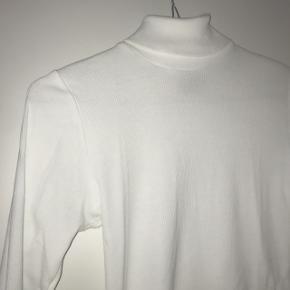 Helt ny langærmet bluse fra Mads Nørgaard. Hvid, str S/M. Kun prøvet på. Kan sendes eller afhentes. 😊