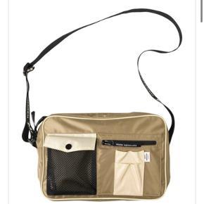 Modellen: Bel Couture Cappa Second Base - Dark Beige/Ercu.  Tasken er brugt en gang, og fremstår derfor helt ny.