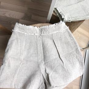 Shorts fra Zara i hør lignende materiale