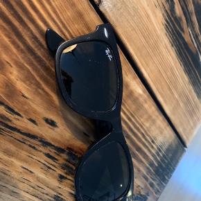 Har små mærker som set på billedet. Små ridser på venstrebrilleglas. Overordnet fin stand Nypris 1350 Nedsat pris 300 Eller gi et bud