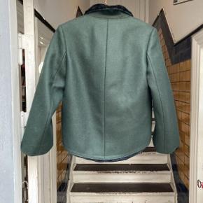 Nyere Balenciaga Pelsjakke.  Jakken fremstår i flot velholdt stand.  Der medfølger ikke originalt købstilbehør til jakken.  Jakken er størrelse small.