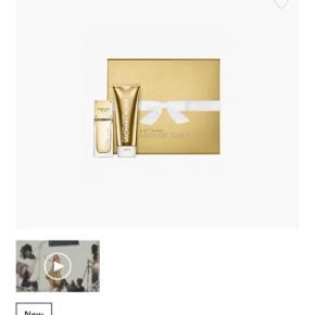 Prisen er fast Michael Kors Sexy Amber Eau de Parfum til kvinder er indbegrebet af sublime stil med et forførende touch. Det er en varm og sensuel duft med bløde blomsternoter.  Gavesæt indeholder: Sexy Amber EDP 50 ml Body Lotion 100 ml  Duftnoter: Ambre, sandeltræ og jasmin