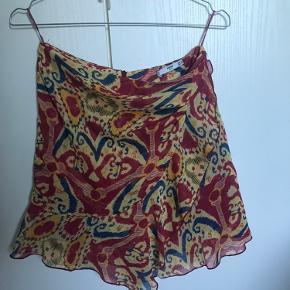 Super fin nederdel med et flot mønster.