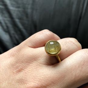 Super fin ring i str 54. Forgyldt med rutil quartz.   Kun prøvet på.   Ny pris 615