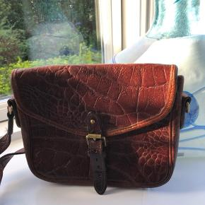 Super flot original vintage og kvalitets taske i super stand! Ny pris 5499kr, men giv endelig et bud :)