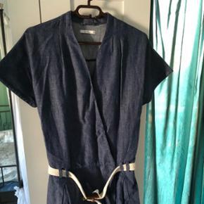 Neuwertiges ungetragenes Kleid von EDC Größe 38.Letztes Jahr gekauft nie getragen. Hoher Neupreis.  Abholung oder Versand extra Nicht verhandelbar.