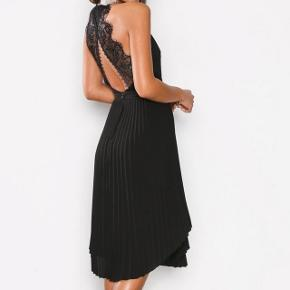 Den smukkeste kjole, aldrig brugt!