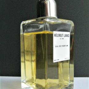 """Sjældent udbudt kult parfume, den originale Helmuth Lang """"Eau De Parfume"""" i 90ml/75ml. Købspris 1450kr  Top notes are rosemary, lavender and coton candy; middle notes are jasmine, heliotrope, lily-of-the-valley and rose; base notes are sandalwood, patchouli, vanilla and cedar."""