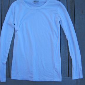 Gamma bluse. Foto er ikke så godt. Den er helt hvid og dejlig blød i kvaliteten.