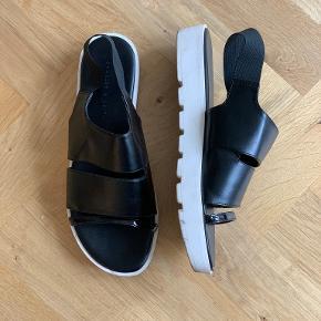 Charles & Keith sandaler