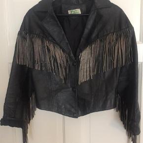 Brand: Vintage Varetype: Læder jakke Farve: Sort Oprindelig købspris: 500 kr.