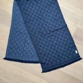 Lækkert Gucci tørklæde sælges da jeg ikke får det brugt.   Køber betaler fragt, ellers afhentning i Hvidovre.