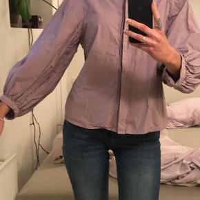 Sød skjorte uden tegn på brug💜