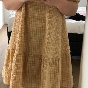 Smuk kjole aldrig brugt  Str. M - almindelig i størrelsen  Behagelig kjole