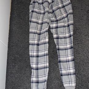 Sælger disse skønne ternet blå/grå Natbukser fra Hunkemöller.