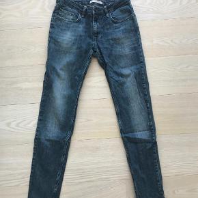 """Varetype: Fede jeans Størrelse: 31/32"""" Farve: Denim Oprindelig købspris: 1000 kr.  Fede jeans fra Won Hundred. Model Shady."""
