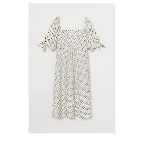 Sød kjole med masser af plads til maven. Brugt 1 gang. Er som ny! Bomuld og elastan. Nypris omkring 299