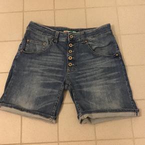 Super fine Please cowboy shorts, næsten helt nye! Nypris 900,- så prisen er fast og plus porto😉