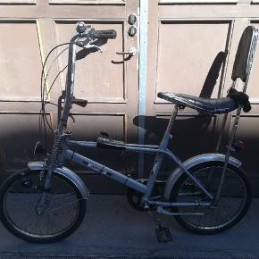 Flot retrocykel fra 80'erne. Tre gear med gearstang foran. Er lige blevet istandsat for 2100 kr.