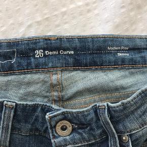 Fede levis bukser med rip. Fejler intet