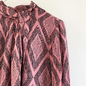 Culture skjorte / bluse i nogle fine farver   Størrelse: M   Pris: 170 kr   Fragt: 39 kr ( 37 kr ved TS handel )