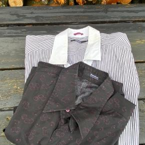 2x matinique skjorter begge i S. Prisen er pr. Stk.                                     💛💛💛 Jeg har netop ryddet ud/op i alt familiens tøj, derfor har jeg en del til salg. Jeg skal af med det hele, derfor er priserne billige! Kig meget gerne mit andet tøj igennem.         💛  Jeg giver gode mængderabatter!         Jo mere du køber, jo billigere bliver det!