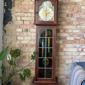 Agria, Bornholmer ur, ca. 40 år gammel, men er blevet renoveret for ca. 1 år siden. Det går som det skal Står som helt nyt, alle dele er til det Sælges da jeg ikke har plads til det i den nye lejlighed  Det er et arvestykke.  Kom med et bud.