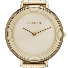 Skagen dameur i guld Det er som nyt..  brugt få gange Kan bruges som gave.  Ligger stadig i æske..  np 2000 kr  Meget smuk ur, kan sagtens bruges som julegave ❤️
