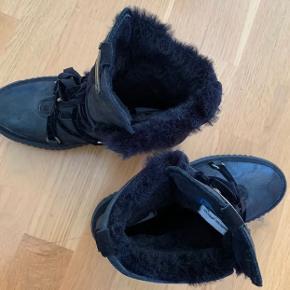 Vinterstøvler.  Brugt 1-2 gange.