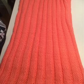 Sælger det flotte Tubehalstørklæde - aldrig brugt - kan sendes på købers regning