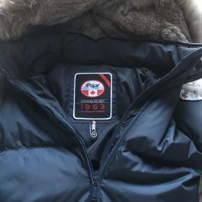 Lækker jakke brugt meget få gange, str m men lille i størrelse.  Original kvittering haves.